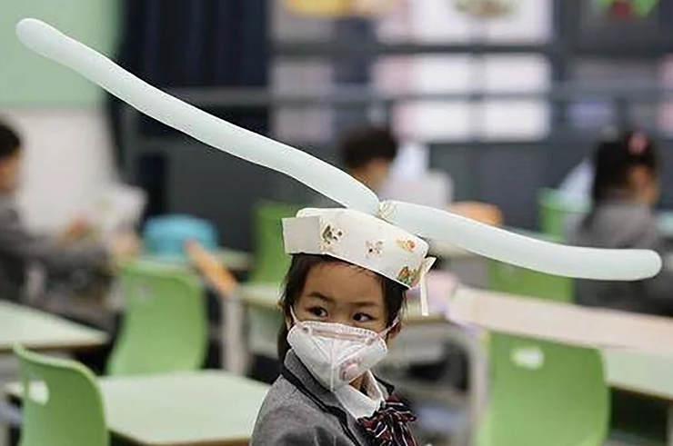 Κίνα: Έτσι κρατούν τις αποστάσεις οι μαθητές στην τάξη